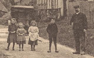carte postale ancienne place du village Corny Eure détail