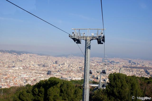 Vista di Barcellona dalla Teleferica che sale al Montjuic