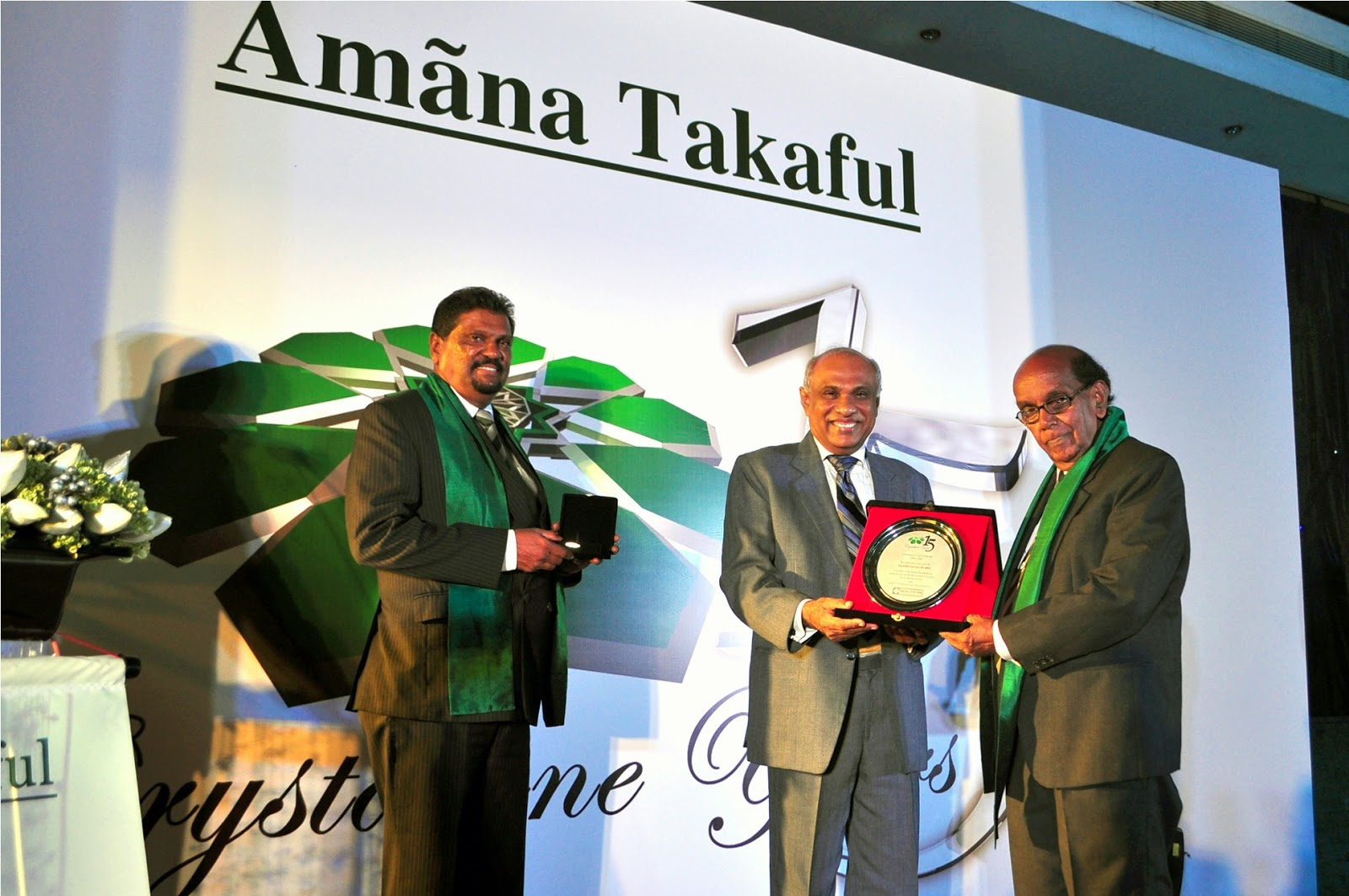 Mr. Jayalath De Mel receiving the award in recognition of his loyal service to Amana Takaful for the Past 15 years..JPG