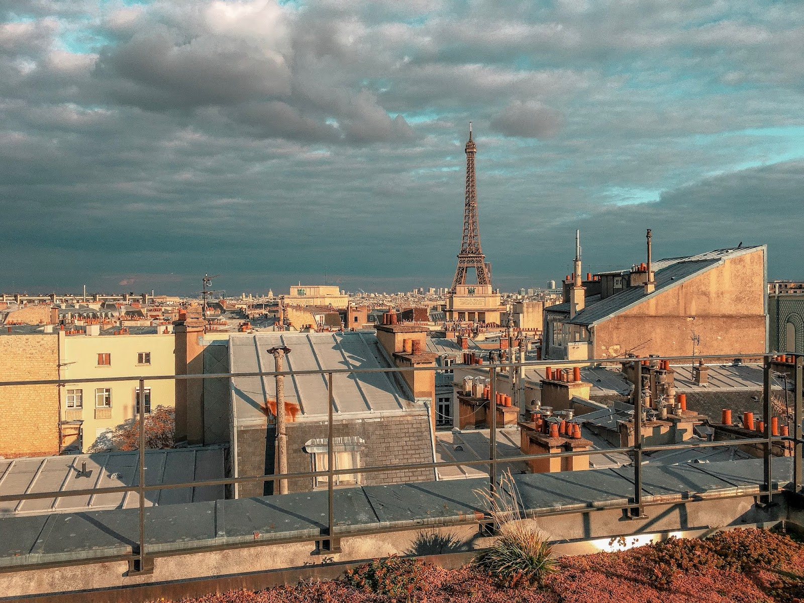 My Travel Background : au revoir Paris - Tour Eiffel rooftop onepoint