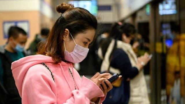Virus Corona: 'Bisa Menyebar' Melalui Telepon Genggam, Uang Kertas; Binatang Peliharaan 'Bisa Tertular'