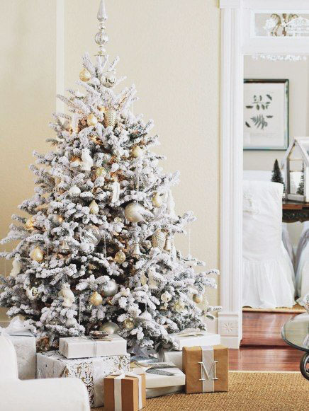 Holiday Inspiration: 10 Utterly Magical Christmas Tree Decorating Ideas for 2017