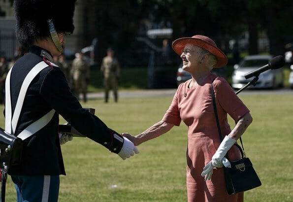 The Queen presented Queen's Clock to the guard Rasmus Joakim Brøndsel. Queen Margrethe attended the anniversary parade