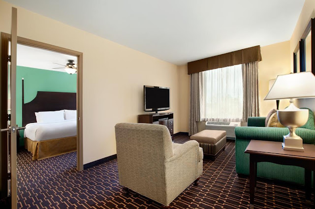 Among the best extended stay hotels Shreveport, LA has to offer. Take advantage of our full hot breakfast, manager's reception, and on-site convenience store.