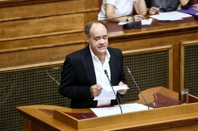 Χίος: Επίθεση ιερέα σε βουλευτή του ΣΥΡΙΖΑ