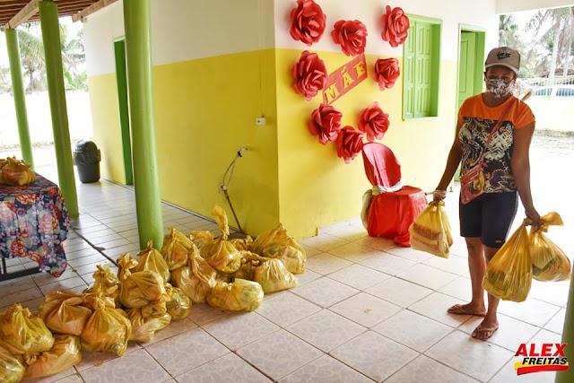 Prefeitura de Acajutiba distribui 3000 Kits Alimentação para os alunos da rede pública do Munícipio