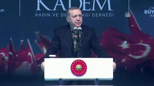 """O presidente turco, Recep Tayyip Erdogan, chamou os políticos do governo da Alemanha, """"inimigos da Turquia"""", que merecem ser rejeitados pelos eleitores germano-turcos."""