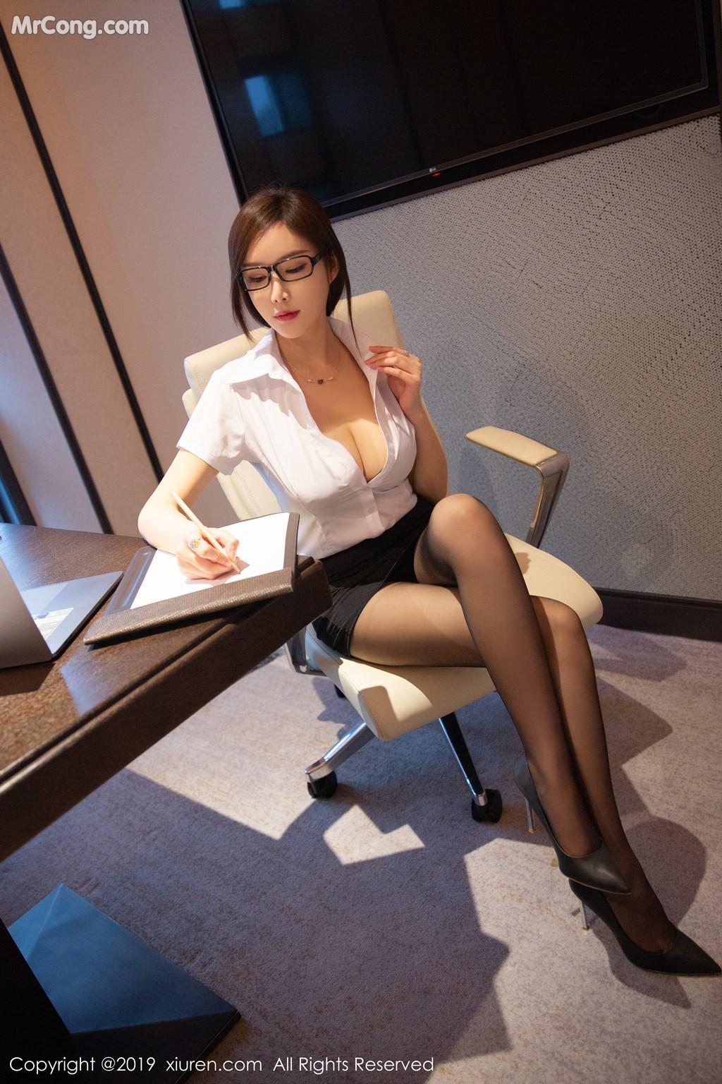Image XIUREN-No.1301-Tu-Fei-Yuan-Ai-Cuo-Qiong-MrCong.com-008 in post XIUREN No.1301: Người mẫu 奶瓶土肥圆矮挫丑黑穷 (46 ảnh)