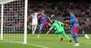 حصل برشلونة على تعادل قاتل من غرناطة في الدوري الإسباني 1-1