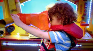 A child in a submarine finds the O words in the sea. Sesame Street Alphabet Songs