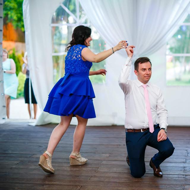 taniec, zabawa weselna, pan młody, blog ślubny