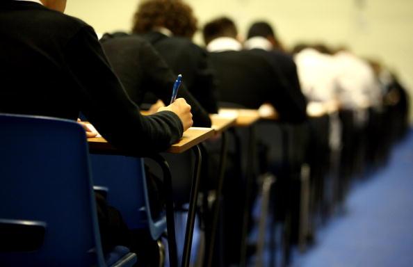 MEC excluiu 'identidade de gênero' e 'orientação sexual' de texto sobre base curricular
