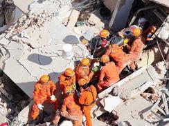 Bombeiros confirmam duas mortes no desabamento de prédio em Fortaleza