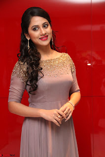Mia George Looks Beautiful at Yaman Movie Audio Launch Pics 025.jpg