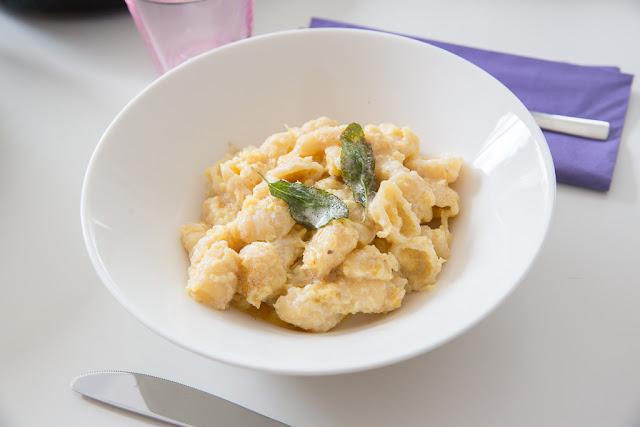 kurpitsainen pasta saa ruokaisuutta ricotasta