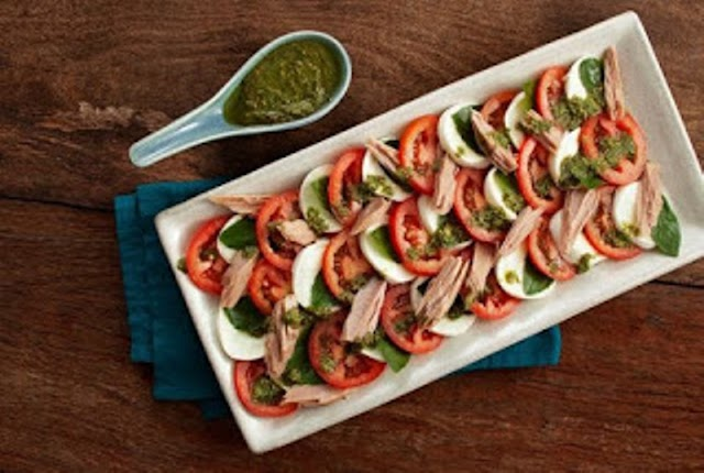 Receita de salada caprese com filé de atum