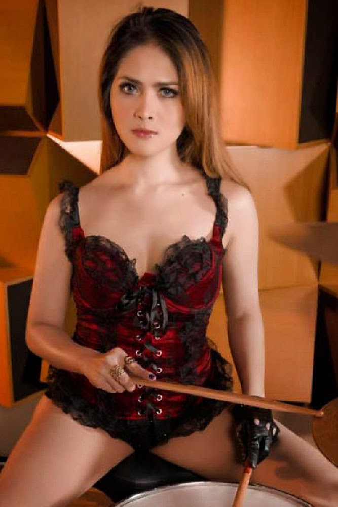 Foto Seksi Audrey Calcia di Majalah Male June 2014