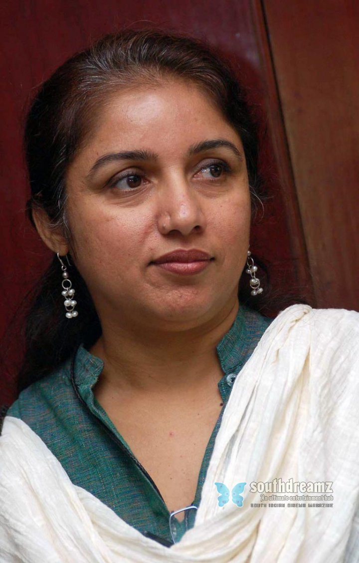 3 srilankan tamil indian teenager taking her shower - 5 6