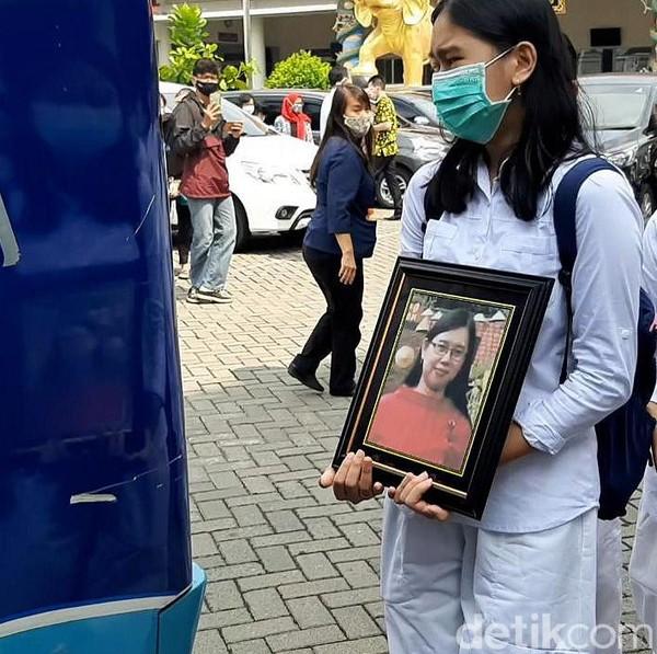 Fakta Terbaru: Yulia Bukan Tewas Terbakar di Mobil, Tapi Dihantam Linggis