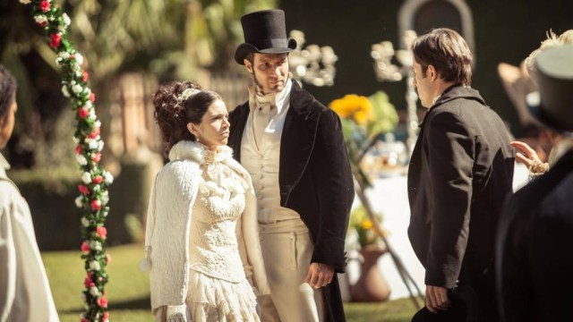 Tereza (Roberta Gualda) figurino vestido branco, Escrava Mãe cena novela