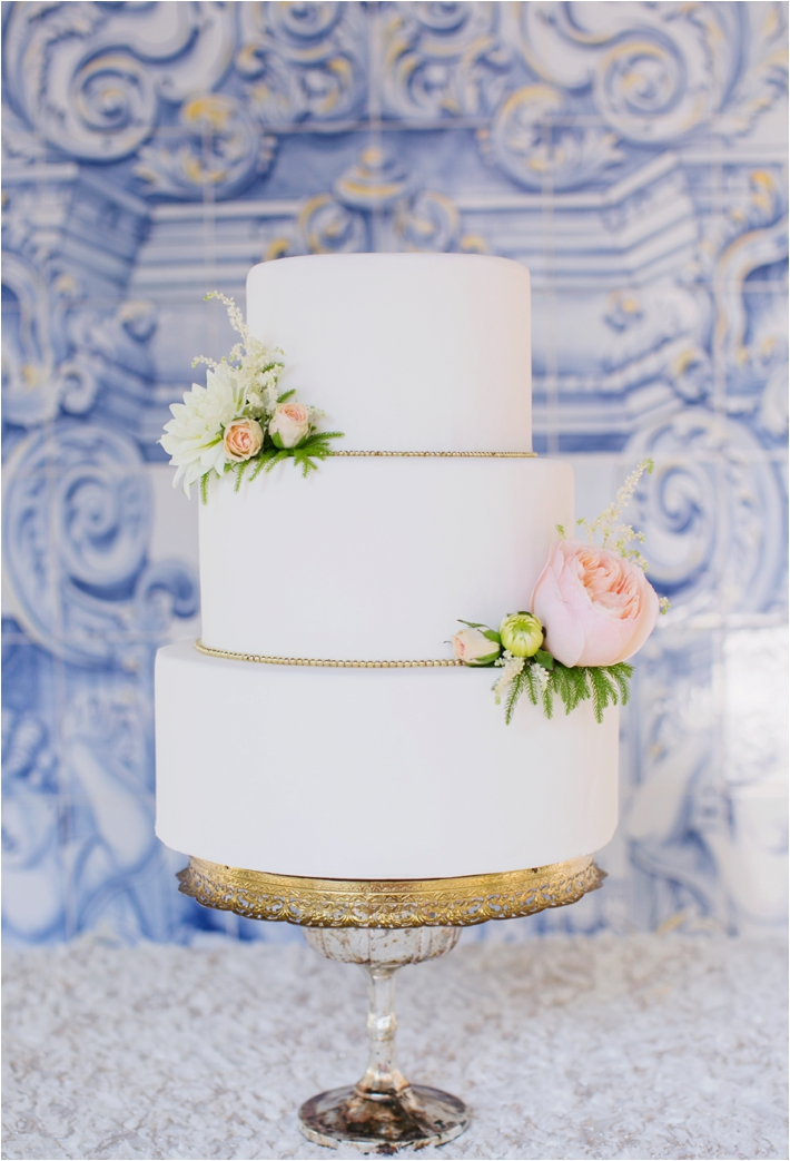 Rancho Las Lomas Wedding Inspiration | White Wedding Cakes |  Damaris Mia Photography