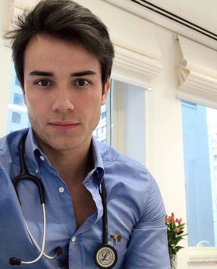 pretty-brazilian-uniformed-doctor-medical-staff-dude-selfie