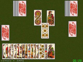 Imagen de una tirada de las cartas del tarot sobre un fondo verde
