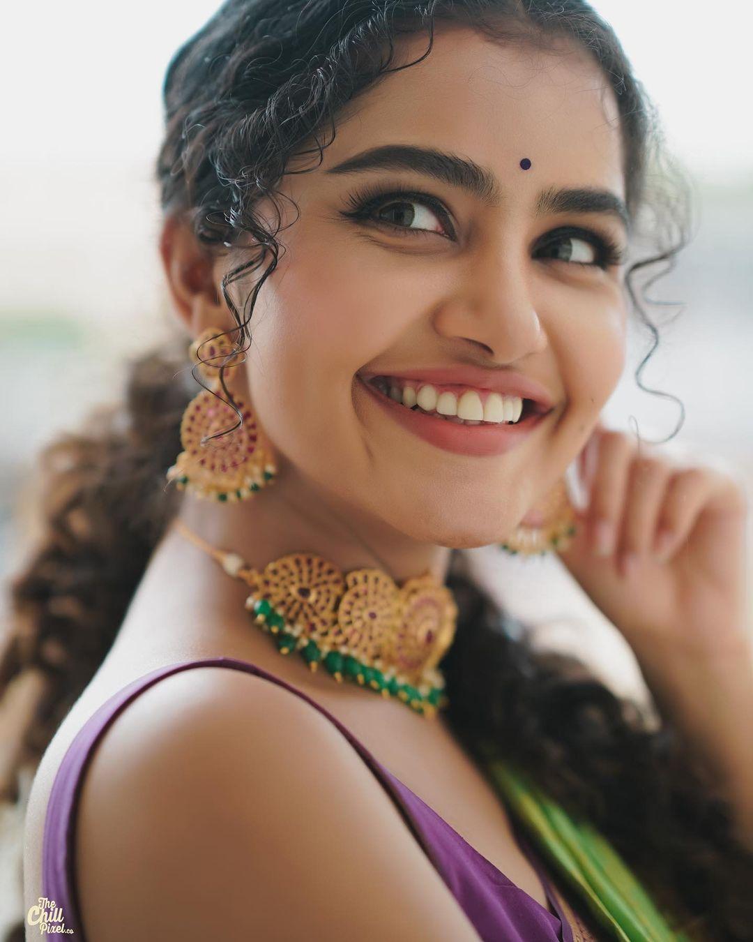 Actress Anupama Parameswaran Latest Photos in Saree