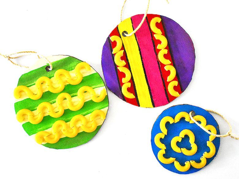 Cardboard and macaroni ornament Christmas craft for toddlers and preschoolers