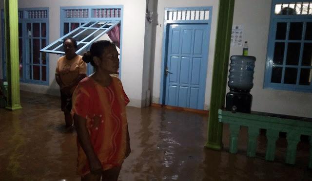 Banjir rendam pemukiman warga di Tempursari