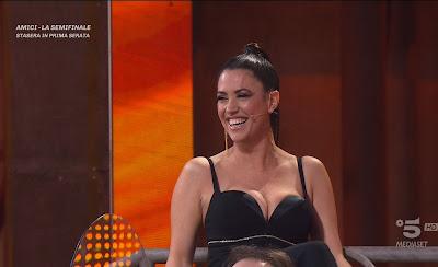 Claudia Ruggeri divertita viso arrossisce Avanti Un Altro 8 maggio