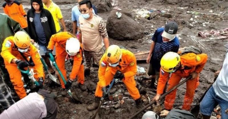 Terbaru, Korban Meninggal Banjir di NTT 128 Orang dan 71 Lainnya Masih Hilang