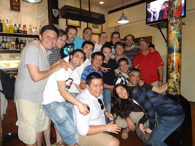El equipo de fiesta por Bilbao