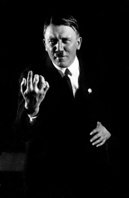 Fotografías de Adolf Hitler ensayando sus discursos