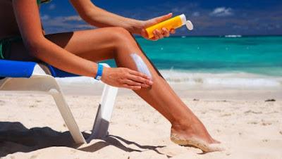15 Perlengkapan Wisata Pantai Yang Wajib Kamu Bawa - Gunakan Sunblock / Tabir Surya