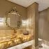 Lavabo bege e dourado com espelho clássico e bancada em ônix white iluminada!