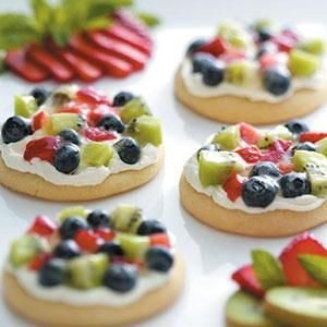 Sugar Cookie Fruit Pizzas #recipes #pizza #pizzarecipe #food #foodporn #healthy #yummy #instafood #foodie #delicious #dinner #breakfast #dessert #lunch #vegan #cake #eatclean #homemade #diet #healthyfood #cleaneating #foodstagram