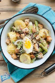 Sałatka z ziemniaków, szparagów i jajek