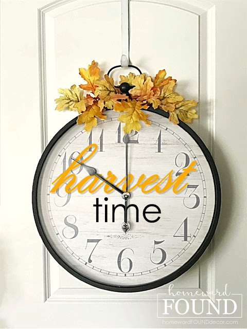 fall,wall art,painting,re-purposed,salvaged,up-cycling,art class,DIY,diy decorating,farmhouse style,industrial,rustic style,seasonal,thrifted,trash to treasure,wreaths,fall home decor, fall door decor,fall door wreath, fall wreath,handpainted signs,harvest time sign,wall art signs