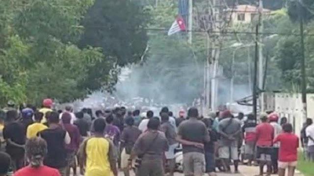 Kota Sorong Memanas! Bintang Kejora Sempat Berkibar, 4 Polisi Terluka Dilempari Batu