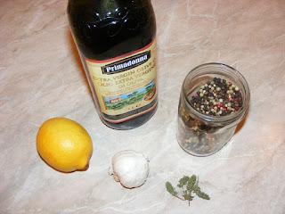retete condimente pentru pastrav la cuptor cu usturoi lamaie si rozmarin,