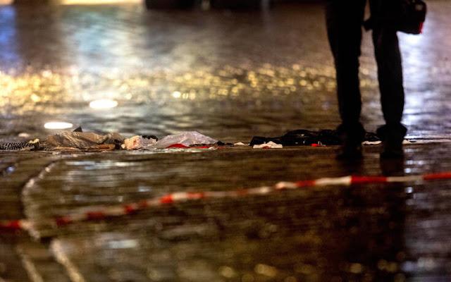Ανακοίνωση εξέδωσε το Υπουργείο Εξωτερικών για τον τραγικό θάνατο δύο Ελλήνων στη Γερμανία στο φρικτό περιστατικό με το αυτοκίνητο που έπεσε πάνω σε πολίτες στο Τρίερ της Γερμανίας.