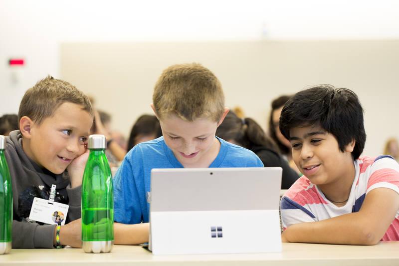 A Microsoft apoia ainda o Instituto Crescer, junto ao Itaú Unibanco, para promover a qualificação profissional e empregabilidade para novos talentos de acordo com as demandas do mercado, por meio do Geração Crescer.