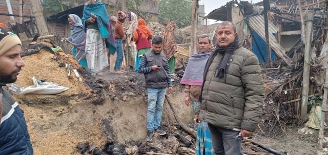 तीन घरों में लगे भीषण आग से लाखों की क्षति