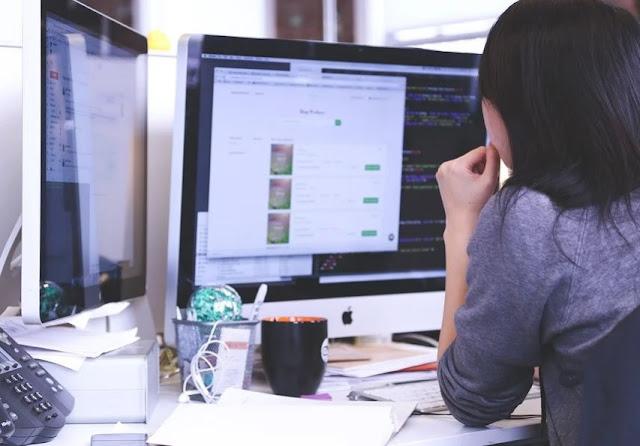 Cara Agar Tetap Sehat Meskipun Duduk di Depan Komputer Seharian