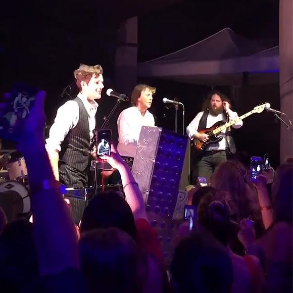 The Killers et Paul McCartney chantent <i>Helter Skelter</i> à Nouvel An