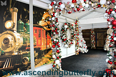 @NYBG New York Botanical Garden Holiday Train Show 2017 #HTSnybg, train wall mural