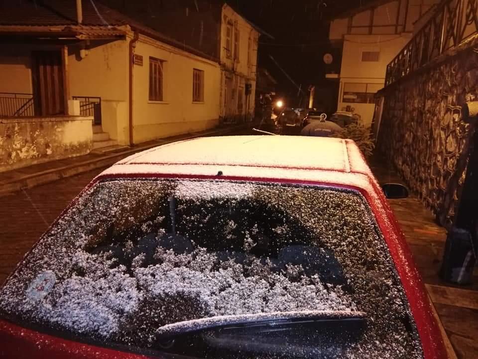 Στο μηδέν το θερμόμετρο στη Σταυρούπολη και χιόνι