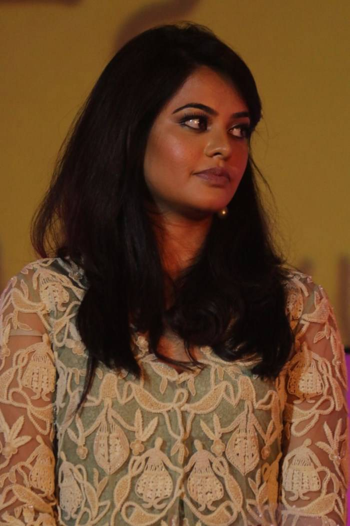 Glamorous Bindu Madhavi Photos In Green Dress