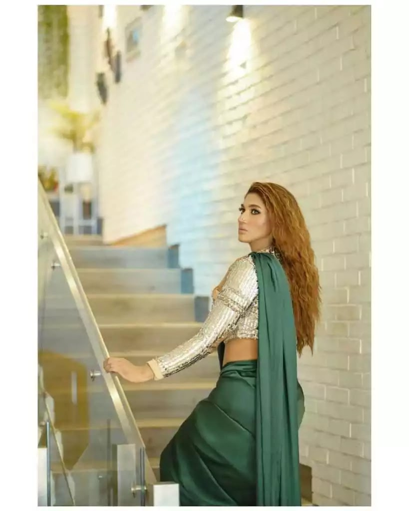 Sana Fakhar Looking Absolutely Gorgeous In Green Saree